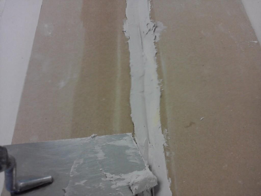 Drugi krok składania płyty gipsowej