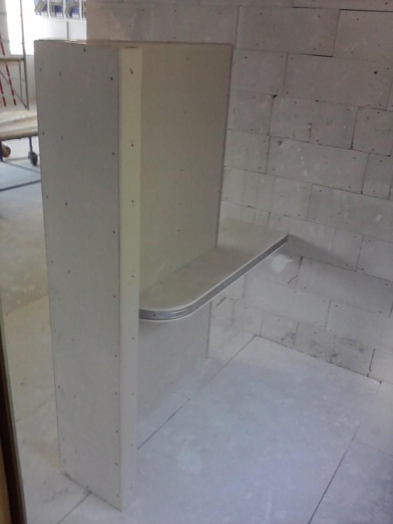 Ścianka g-k nie połączona ze stropem, a jej stabilność