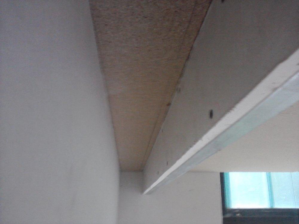 Półka Pod Sufitem Odsunięta Od ściany Wykonanie Płyty