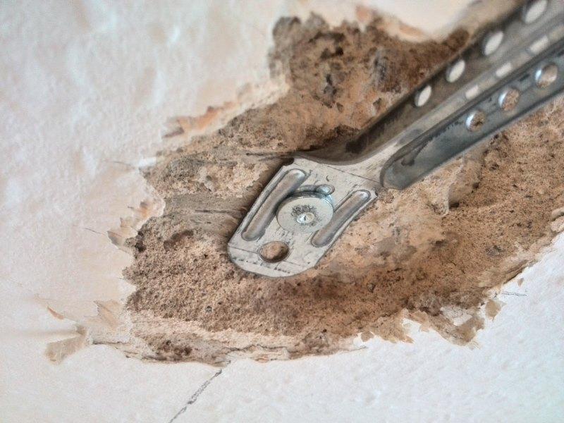 Otynkowany strop a mocowanie wieszaków sufitu